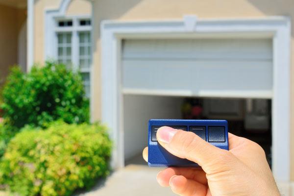Garage-Door-hand
